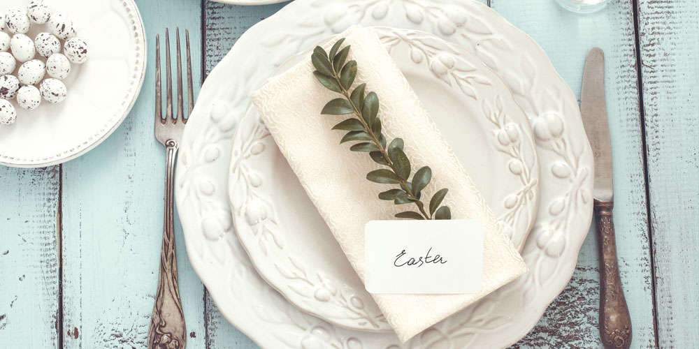 Bright blooms, pretty pastels, cute bunnies and smart styling – these are the key elements to creating the perfect Easter table setting. When planning your theme, choose a design that features elements that appeal to both adults and children. After all, Easter is a holiday loved by all!